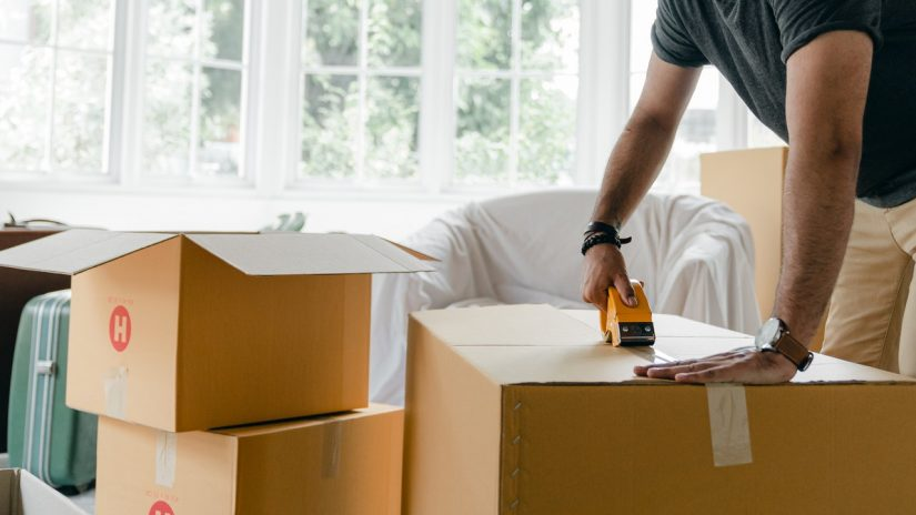 8 PACKING ESSENTIALS USED BY MODERN PACKERS AND MOVERS